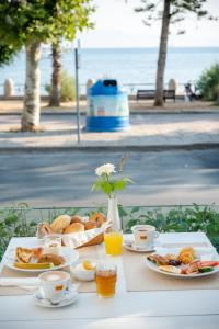 Breakfast options available to guests at Triton Hotel