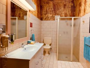 A bathroom at Desert Cave Hotel