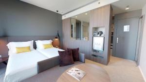 Un ou plusieurs lits dans un hébergement de l'établissement Melia Barcelona Sky 4* Sup