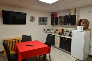 A kitchen or kitchenette at Casa Caprioara