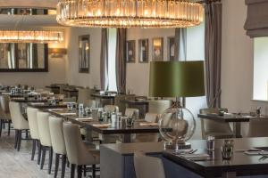 A restaurant or other place to eat at Dunalastair Hotel Suites