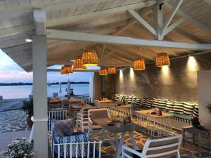 Εστιατόριο ή άλλο μέρος για φαγητό στο Zinozis Beach Apartments
