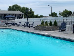 The swimming pool at or close to The Tidewater Inn - Cape Cod