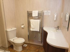 A bathroom at Bredbury Hall Hotel