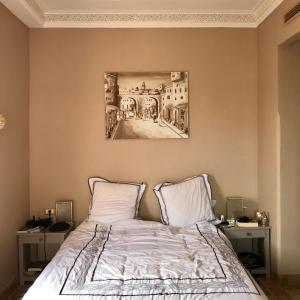 A bed or beds in a room at Luxury Celine Appart