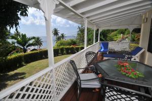 A balcony or terrace at Hummingbird Beach Resort