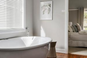 A bathroom at The Spa Cottage