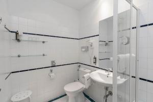 A bathroom at Hotel Kärntnerhof