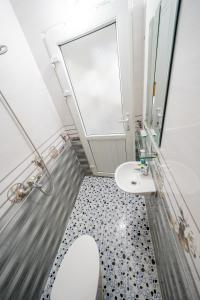 A bathroom at Linh's Homestay