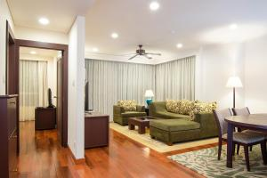 A seating area at The Landmark Serviced Apartment - Managed By Peninsula Properties