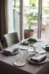Een restaurant of ander eetgelegenheid bij B Bou Hotel Cortijo Bravo