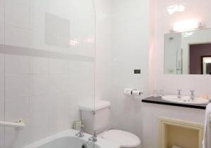 A bathroom at Chester Station Hotel, Sure Hotel Collection by Best Western