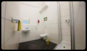 A bathroom at Hostel 199