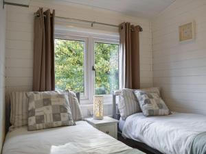A bed or beds in a room at Amberley View