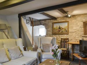 A seating area at Quince Cottage