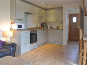 A kitchen or kitchenette at The Hayloft