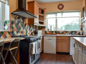 A kitchen or kitchenette at Number 34 The Village