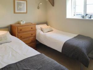 A bed or beds in a room at Millers Loft