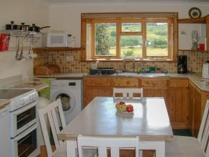 A kitchen or kitchenette at Lower Brae
