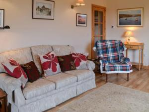 A seating area at Padraig's Cottage