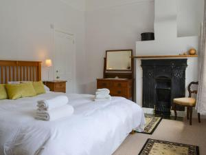 A bed or beds in a room at The Mistress' House