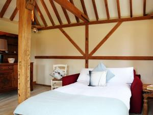 A bed or beds in a room at The Chiltern Granary