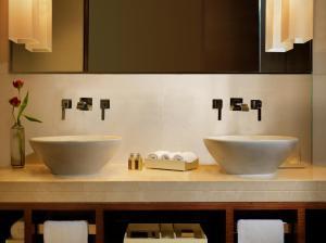 A bathroom at Jumeirah Himalayas Hotel Shanghai