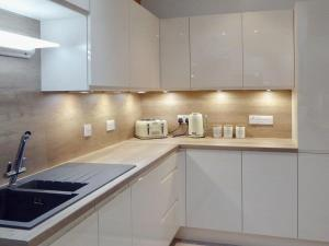 A kitchen or kitchenette at Burnbrae