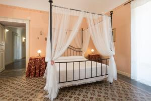 A bed or beds in a room at Villa Zottopera - Exclusive holiday