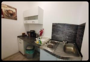 A kitchen or kitchenette at Hostel 199