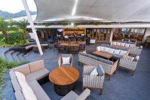 The lounge or bar area at Oakwood Hotel Journeyhub Phuket