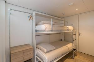 A bunk bed or bunk beds in a room at Strandhotel Bos en Duin