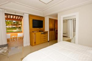 A television and/or entertainment center at Hotel Ferradura Resort