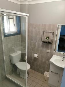 A bathroom at Limassol Motel