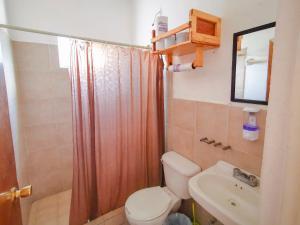 A bathroom at Hostel Casa Esterito