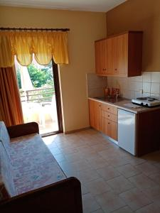 A kitchen or kitchenette at John Apartments