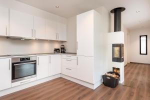A kitchen or kitchenette at Lysgården på Eventyrlige Skaret, Molde