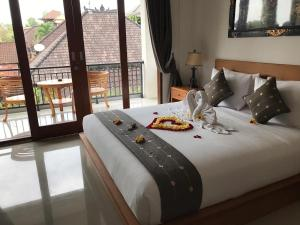 A bed or beds in a room at Pondok Serayu