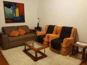 A seating area at Apto 2Q pxmo Ufrgs,Hospitais Clínicas, E Dorneles, Cardiologia, Poa e Pronto Socorro