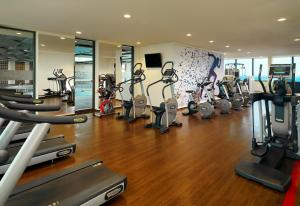 The fitness centre and/or fitness facilities at Sheraton München Arabellapark Hotel
