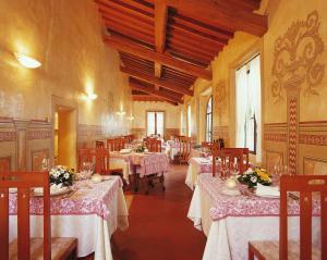 Ein Restaurant oder anderes Speiselokal in der Unterkunft Hotel Villa San Lucchese