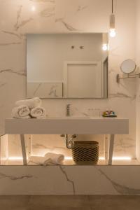 Un baño de TRIA NOMINA Apartamentos Turísticos