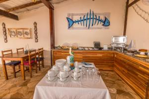 A restaurant or other place to eat at Pousada Costa do Sapê