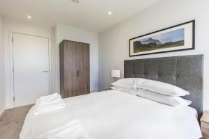 A bed or beds in a room at 2 BR woodberry apartment with stunning views