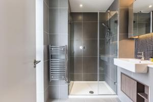 A bathroom at 2 BR woodberry apartment with stunning views