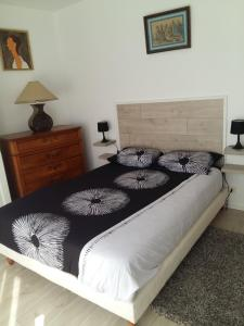 A bed or beds in a room at Résidence Villa Hoche