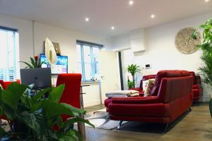 A seating area at Luxury Double Room 17min to Wembley Stadium 22min to Camden 35min to Central London