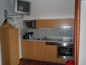 A kitchen or kitchenette at Haus Heigl