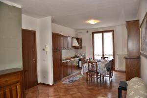 A kitchen or kitchenette at Casa Vacanze Serraglie