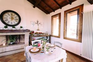 A restaurant or other place to eat at B&B Al Palazzetto